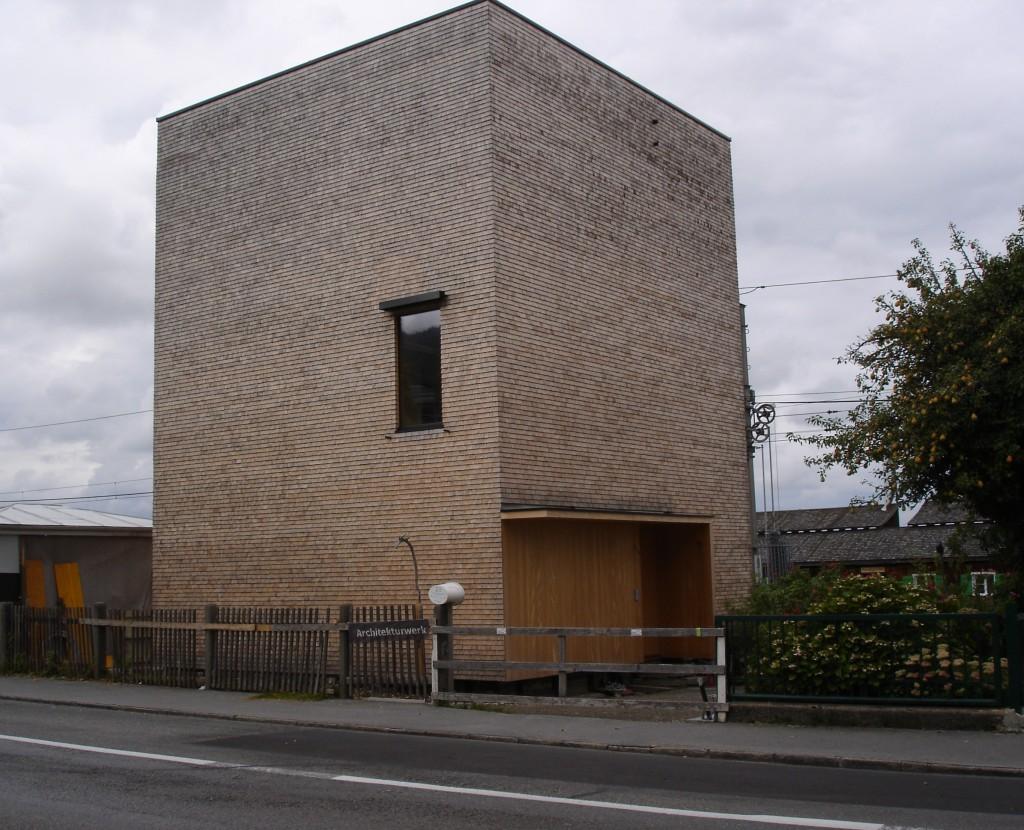 mene-oken-pro-levnejsi-stavbu-ilustracni-foto